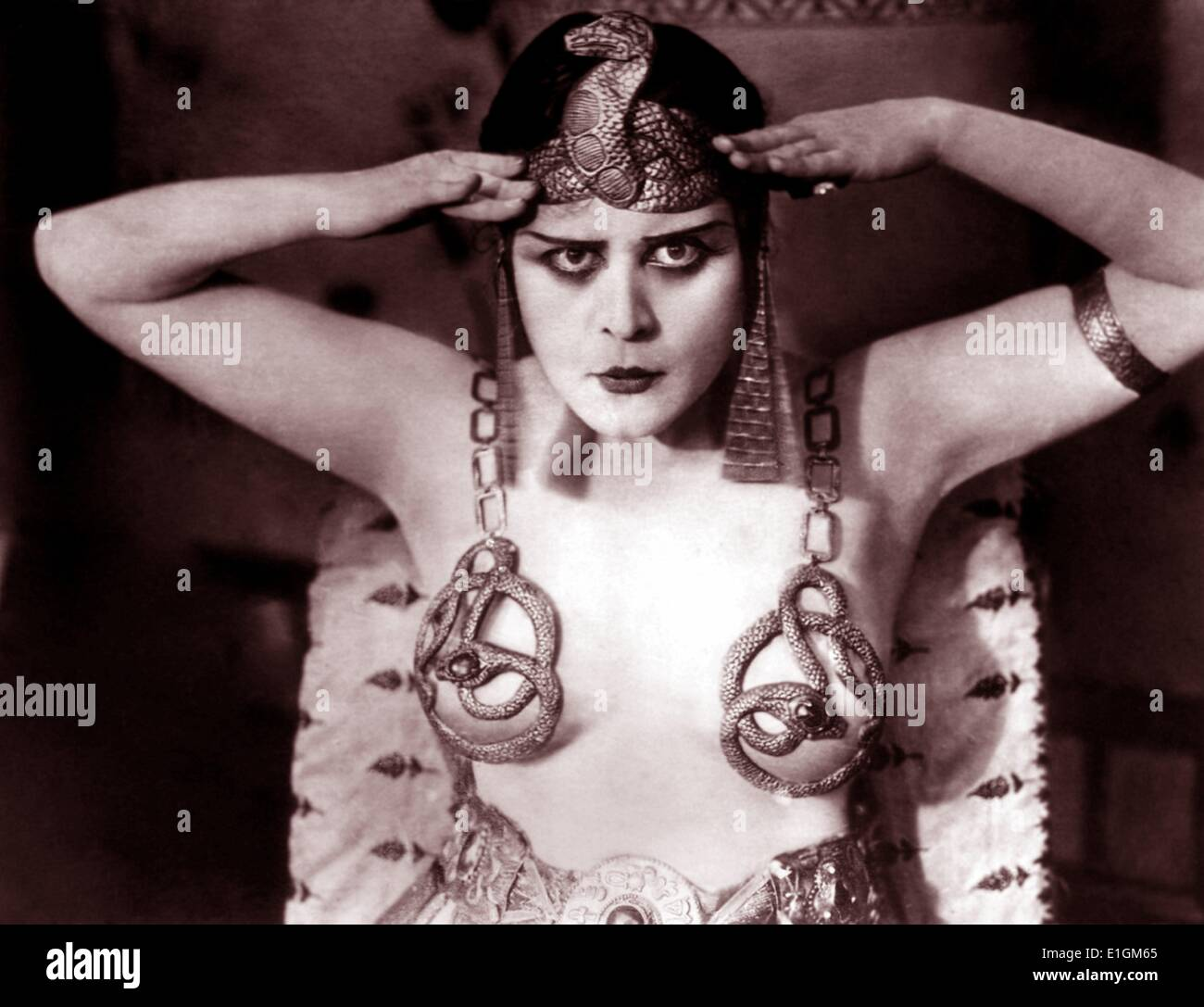Publicity photo of Theda Bara for the 1917 movie Cleopatra - Stock Image