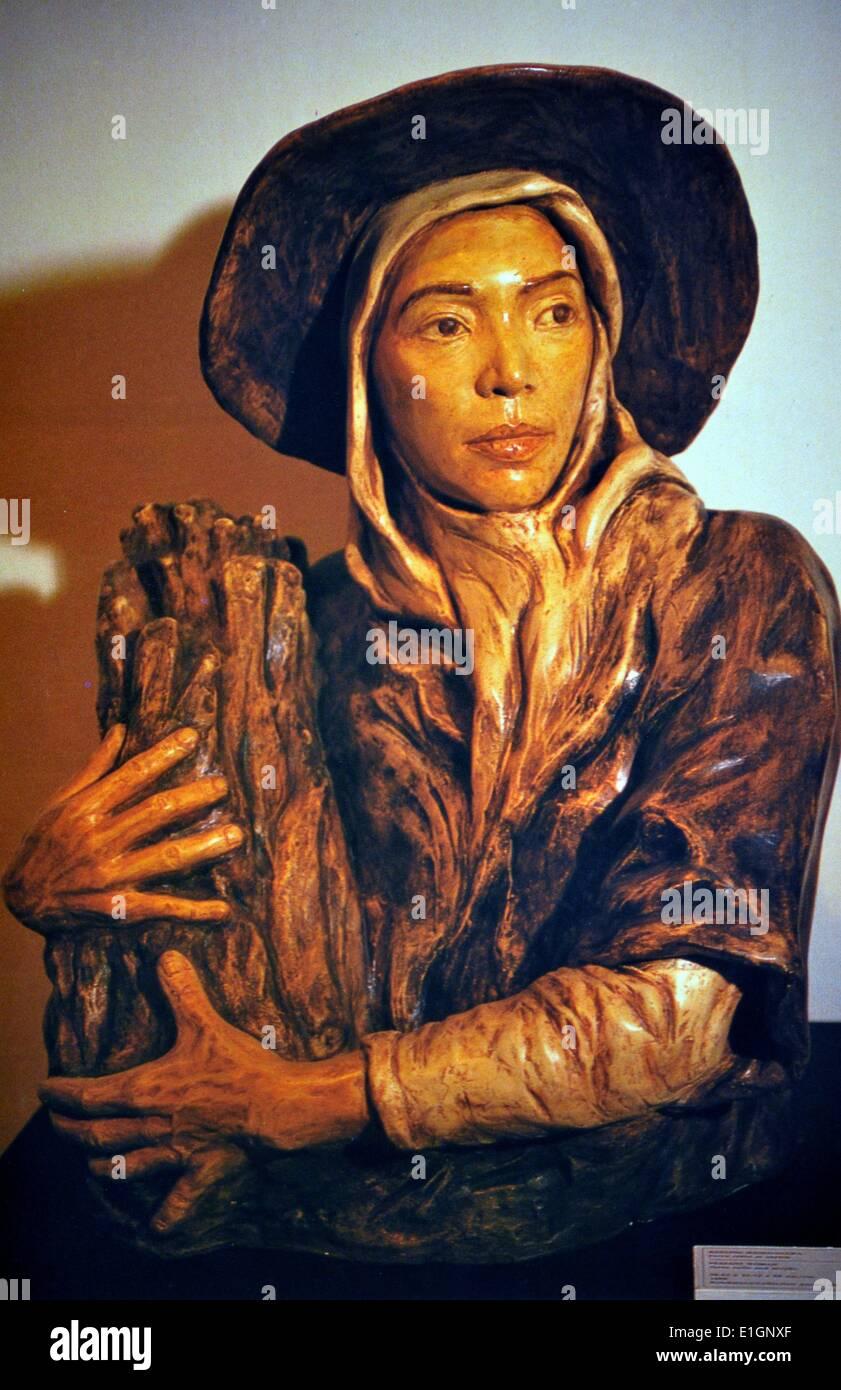 Julie Lluch Dalena, Peasant Girl, 1990. Terracotta. - Stock Image