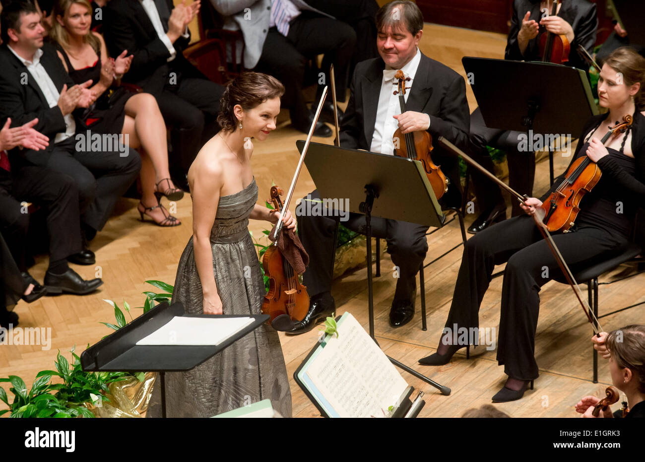 Frankfurt Radio Symphonic Orchestra conducted by Estonian conductor Paavo Jarvi performed during the closing concert of the 69th year of the Prague Spring in Smetana Hall on June 3, 2014 in Prague, Czech Republic. Pictured centre American violinist Hilary Hahn. (CTK Photo/Vit Simanek) - Stock Image