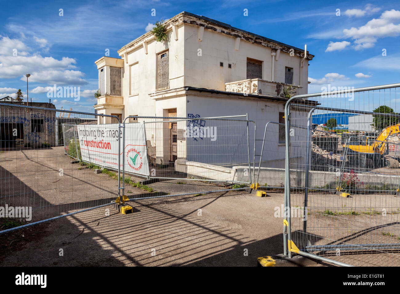 Grade ll listed Enderby House is fenced off, abandoned and derelict as area is redeveloped, Thames Path, Greenwich Peninsula, UK - Stock Image