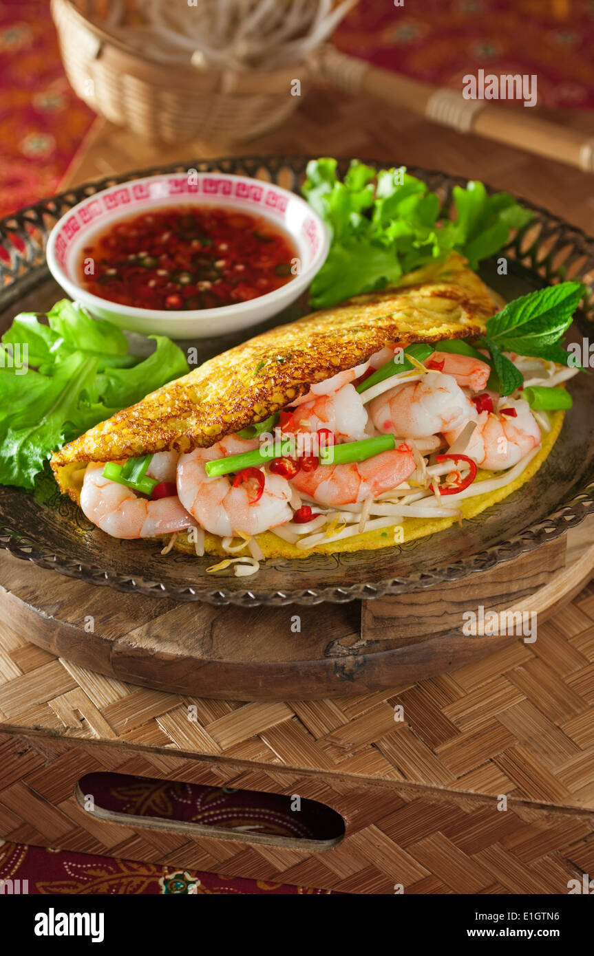 Banh Xeo. Vietnamese rice flour pancakes with prawns and bean sprouts - Stock Image