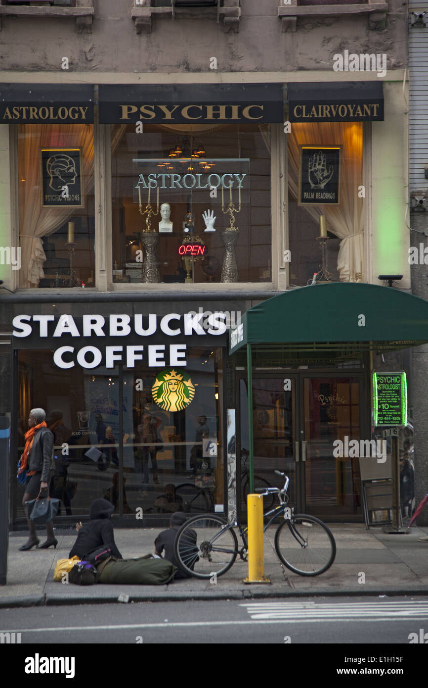 High-end Clairvoyant psychic readings above Starbucks on the fashionable E. 57th Street in Manhattan, NYC. - Stock Image
