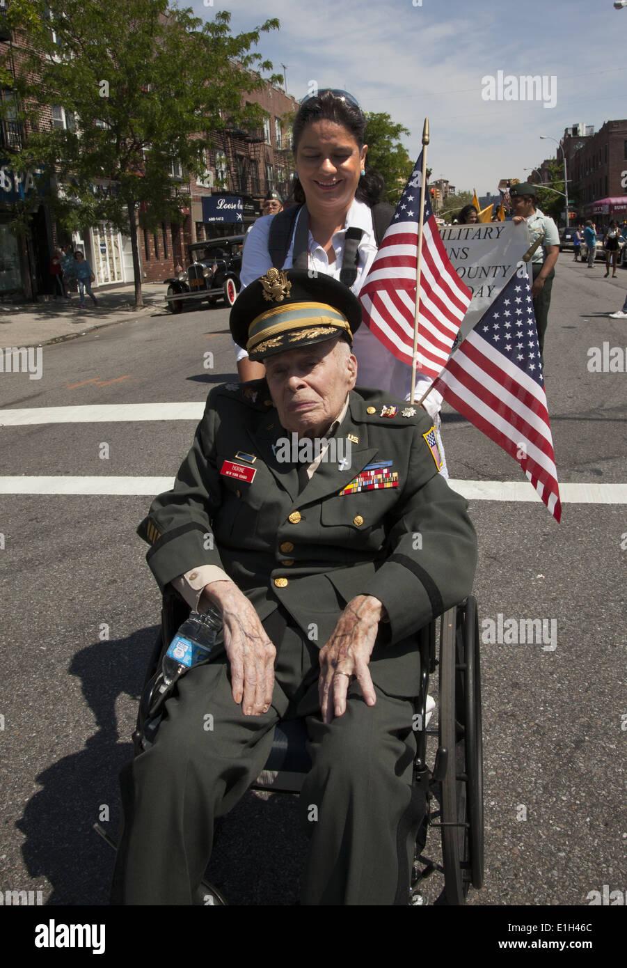 2014 Memorial Day Parade, Bay Ridge, Brooklyn. 92 yr old US WW ll Vet who landed at Omaha Beach, Normandy. - Stock Image
