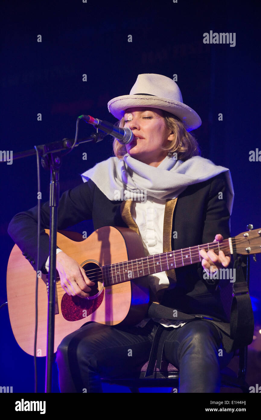 Cerys Matthews performing on stage at Hay Festival 2014. ©Jeff Morgan - Stock Image