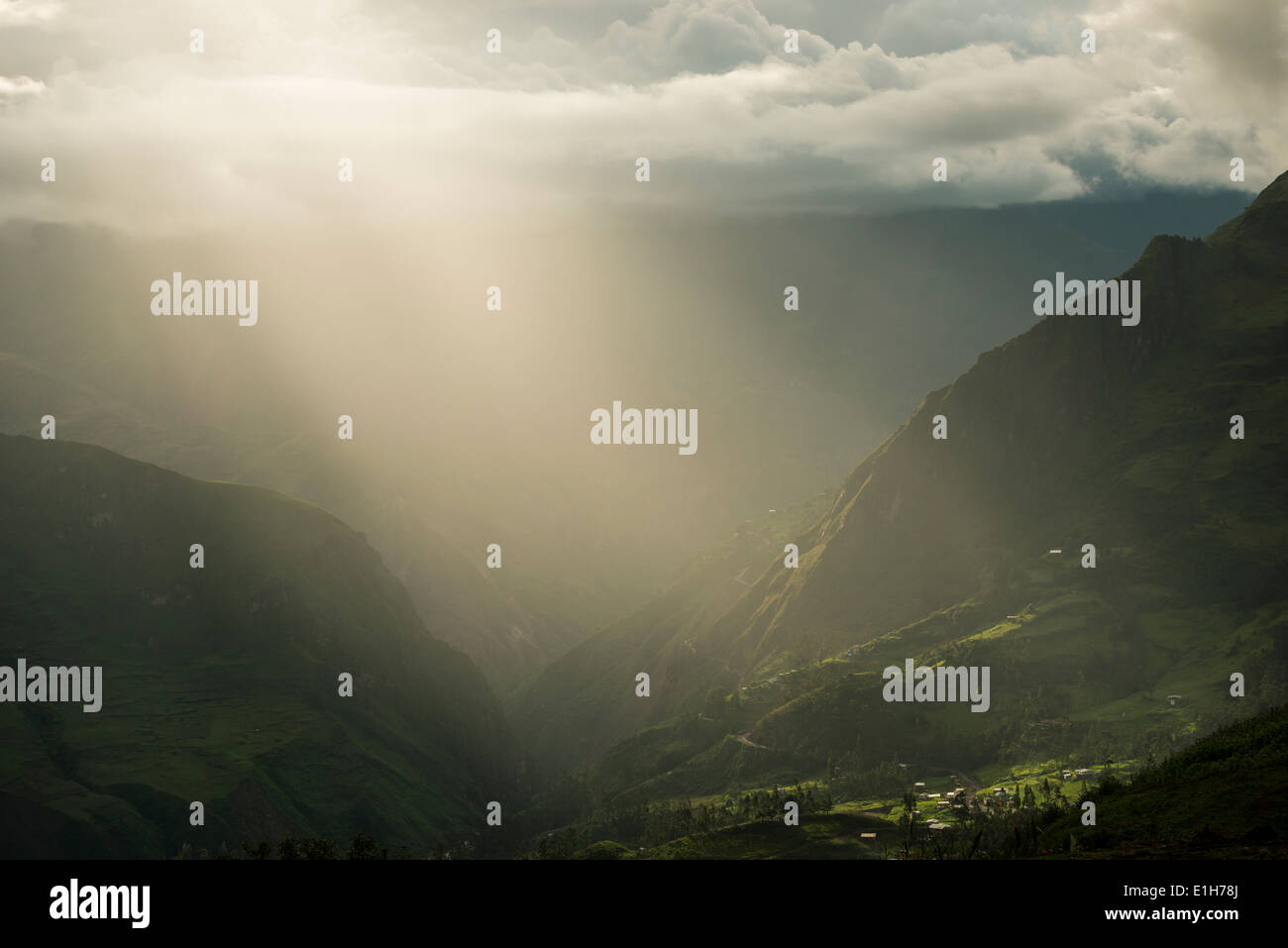 Stormy sunlight in misty valley, Sorata, Cordillera Real, Bolivia - Stock Image