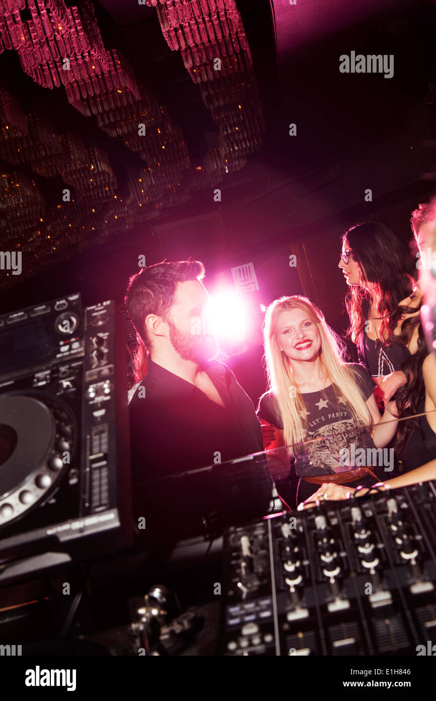 Young man and women flirting in nightclub - Stock Image
