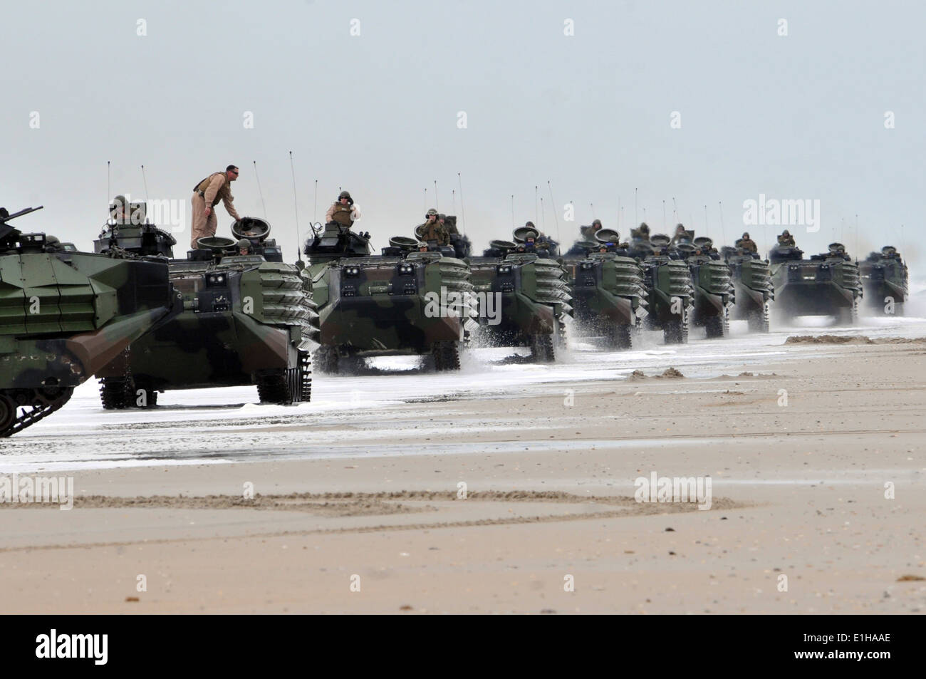 U S Marine Corps Amphibious Assault Vehicles Move Into Position Stock Photo Alamy