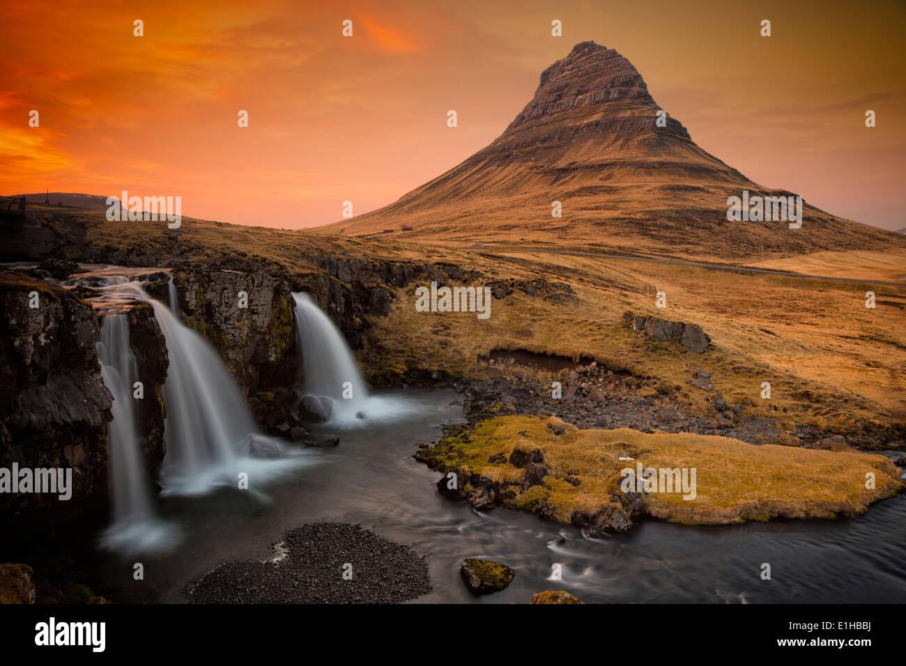 The Kirkjufell mountain and waterfall near Grundarfjordur at dusk, Snaefellsnes Peninsula, in western Iceland. - Stock Image