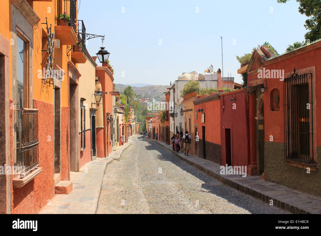 Colorful houses lining a cobbled street in San Miguel de Allende, Guanajuato, Mexico Stock Photo