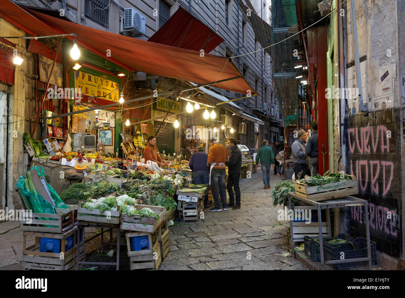 Alleyway with market stalls, the oldest market in the historical centre, Mercato della Vucciria, Palermo, Sicily, Italy - Stock Image