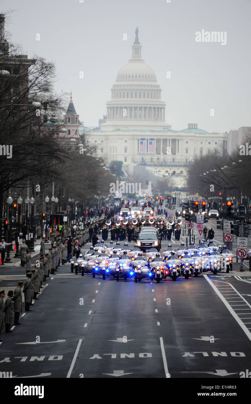 U.S. Service members with the Joint Task Force-National Capital Region participate in a dress rehearsal for the presidential in - Stock Image