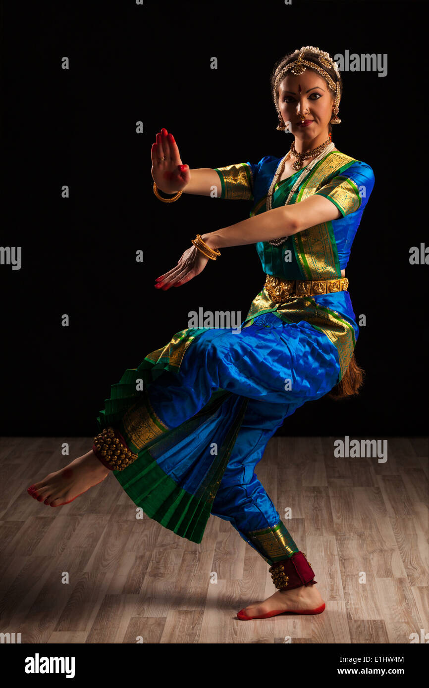 09712c1ec Bharatanatyam Dance Dress Stock Photos   Bharatanatyam Dance Dress ...