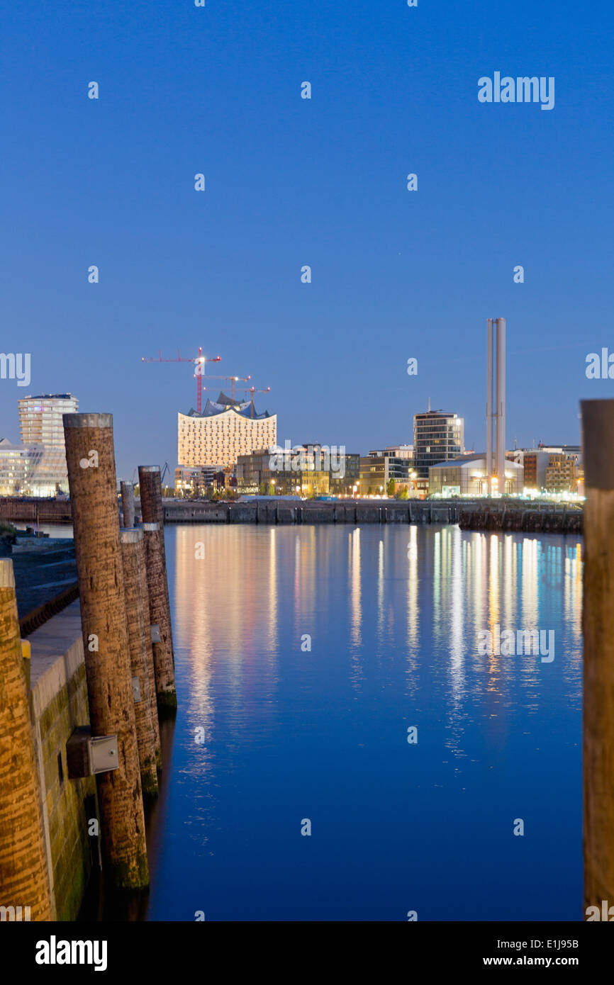Germany, Hamburg, Hafencity with Elbphilharmonie at night - Stock Image