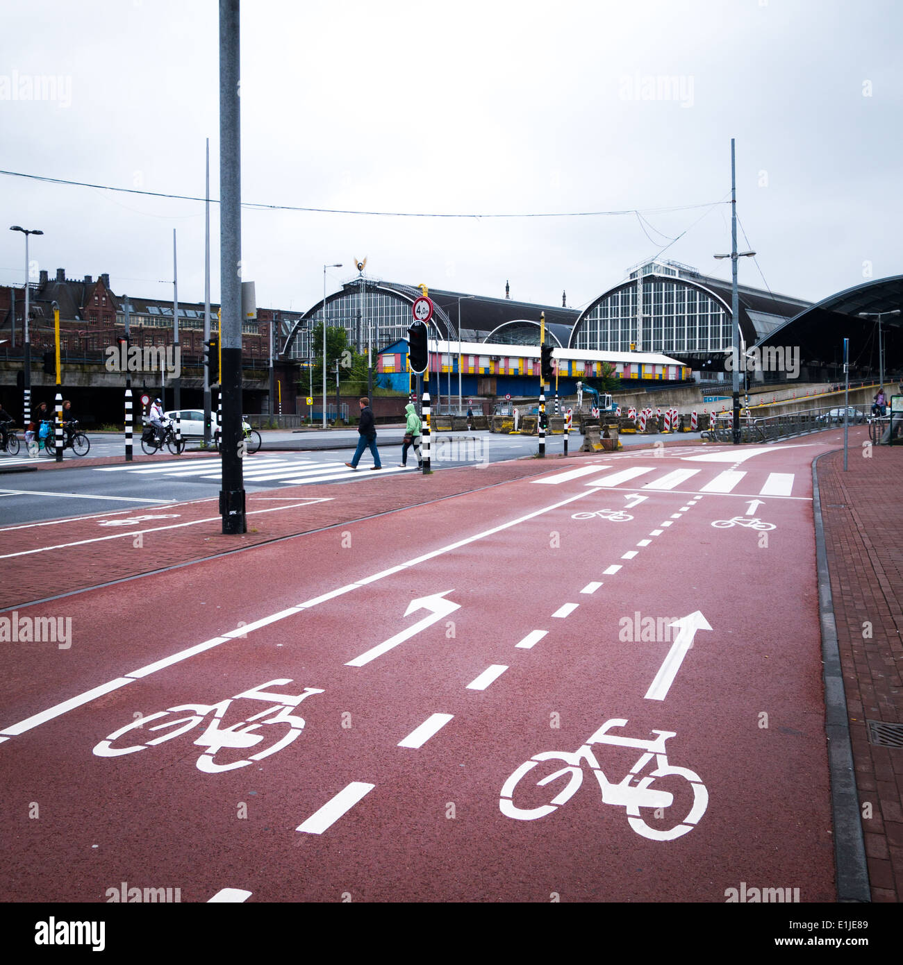 Cycleway cyclepath amsterdam central station - Stock Image