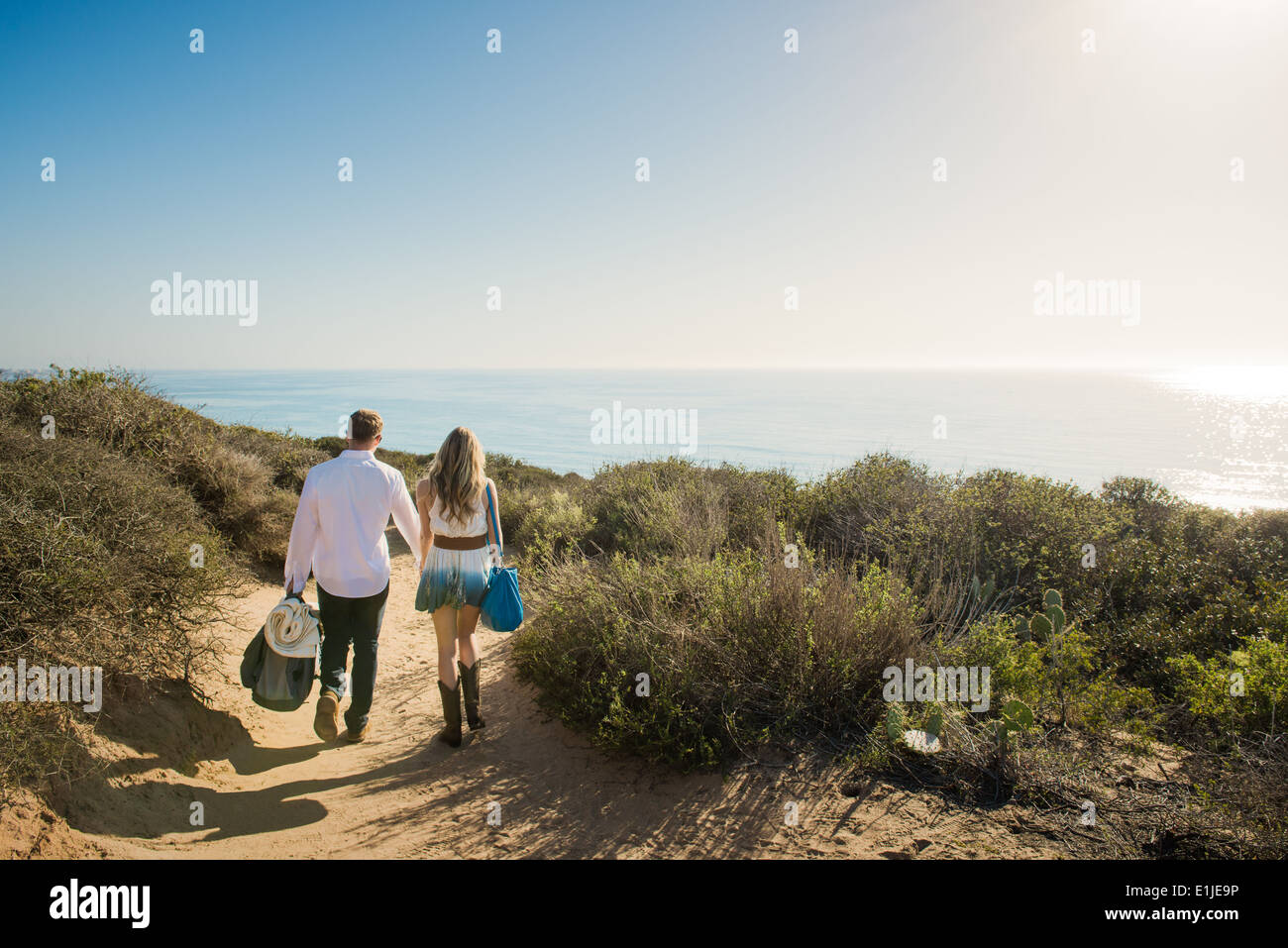 Romantic young couple strolling on coastal path, Torrey Pines, San Diego, California, USA - Stock Image
