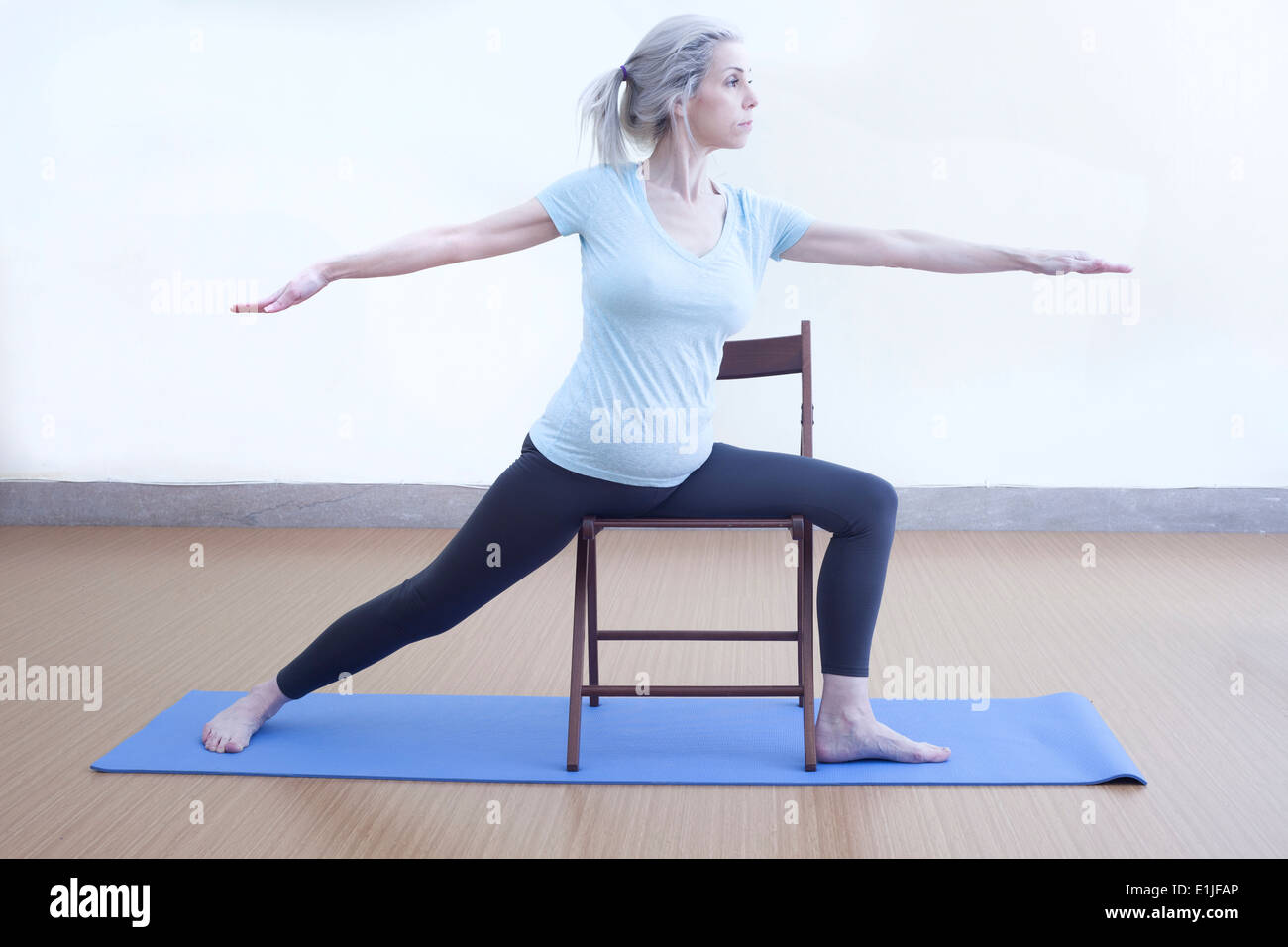 Mature woman in warrior pose - Stock Image