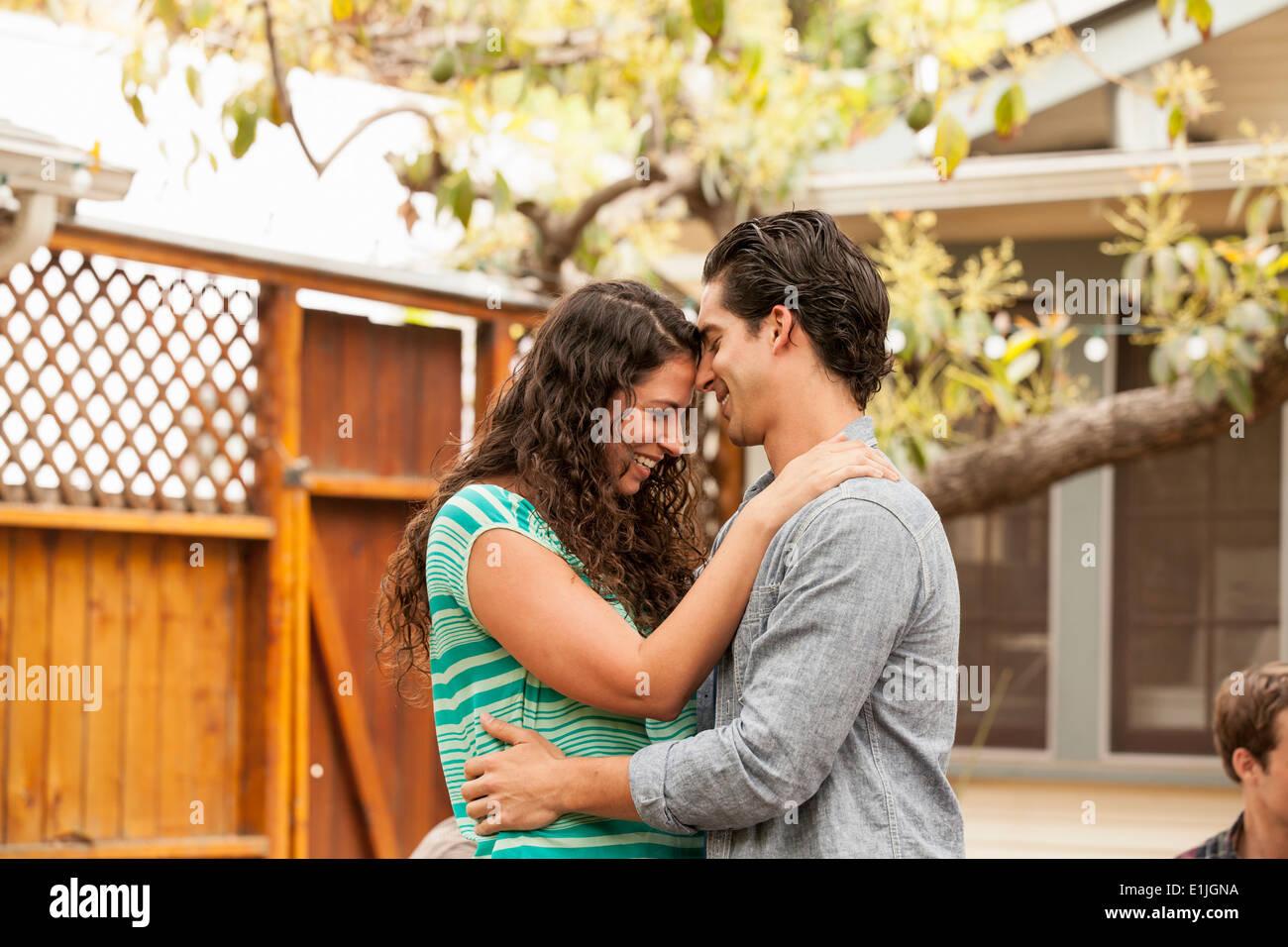 Couple in garden, face to face - Stock Image
