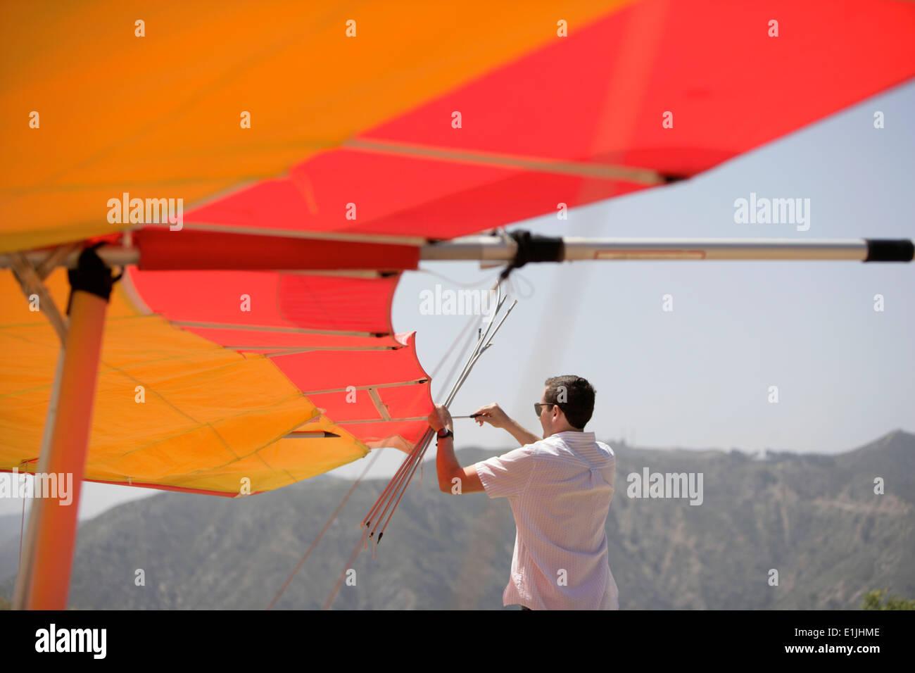 Man repairing hang glider - Stock Image