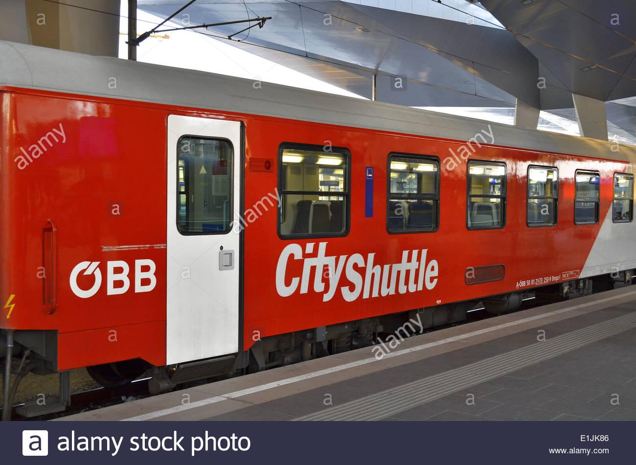 OBB ( Österreichische Bundesbahnen) train at platform, Wien Hauptbahnhof (Vienna Main Railway Station), Austria Europe. - Stock Image