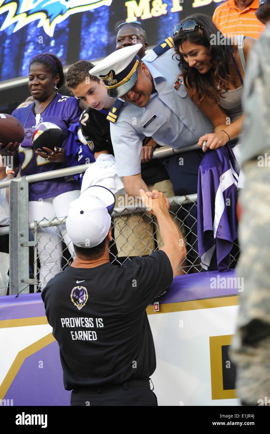 Baltimore Ravens Head Coach John Harbaugh shares his gratitude with U.S. Coast Guardsmen Lt. John Vasilarakis following a prese - Stock Image