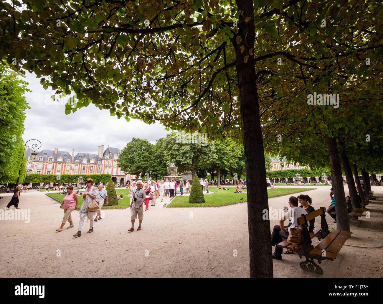 The Place des Vosges in the Marais quarter in Paris. - Stock Image