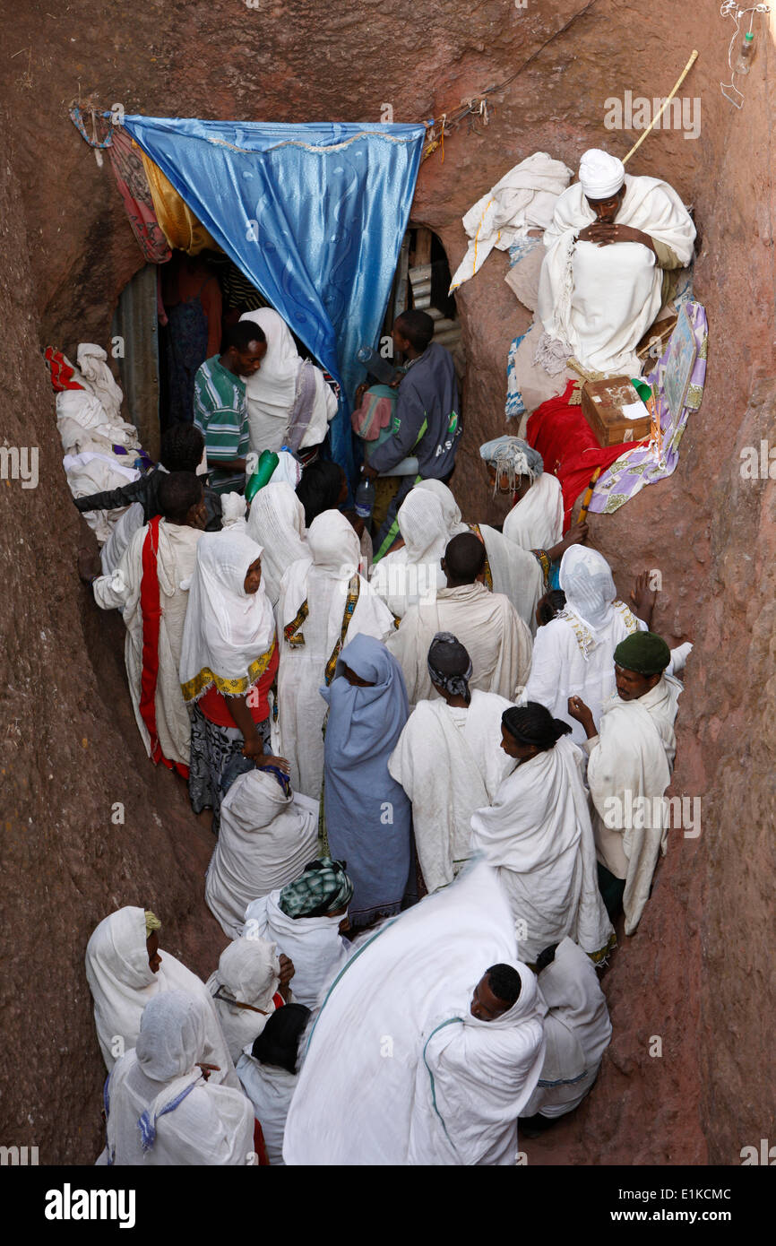 Pilgrims lining to collect water from the Jordan river spring in Bieta Ghiorghis (Saint George's House) church in Lalibela - Stock Image
