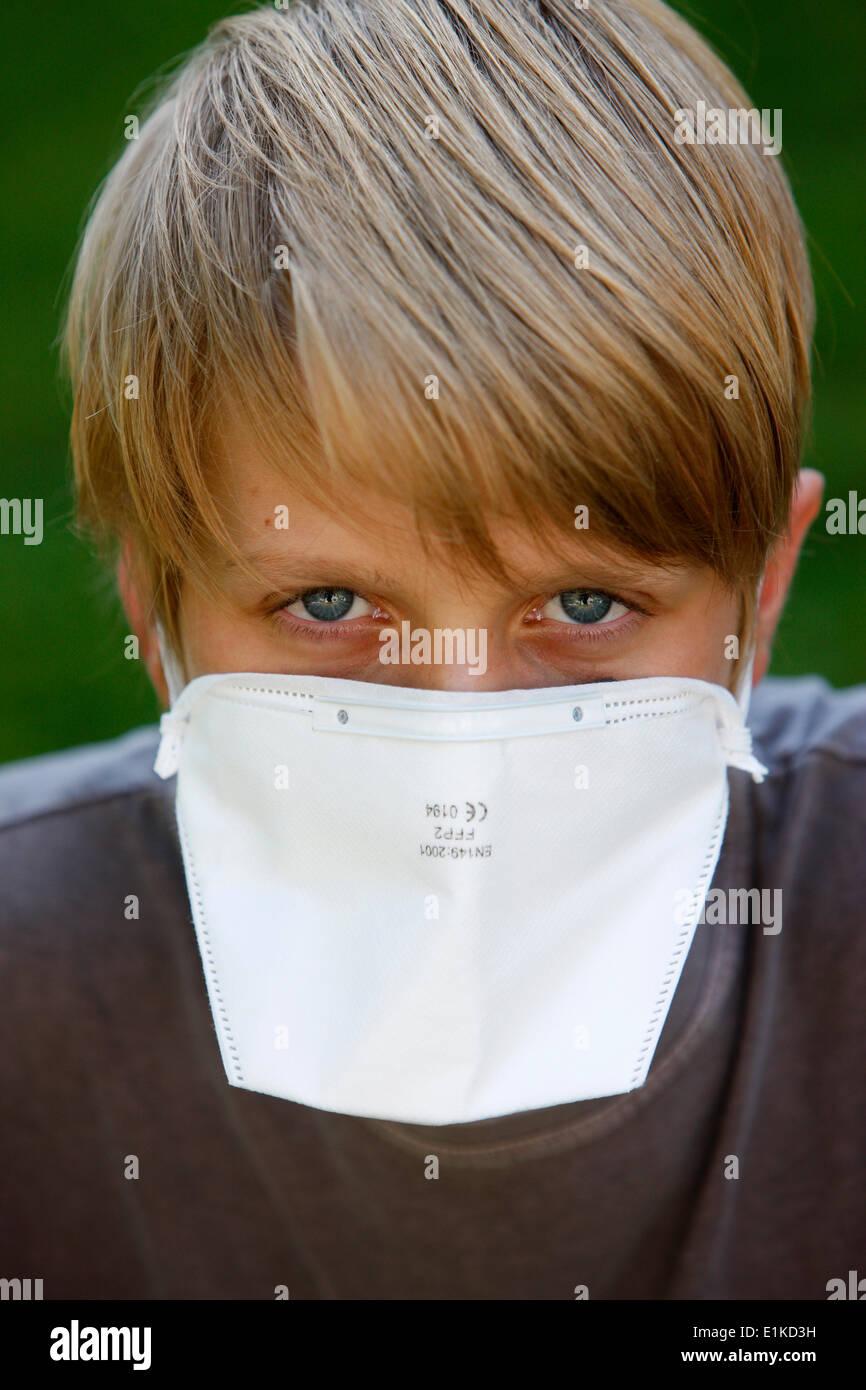 Boy wearing a respiratory mask - Stock Image