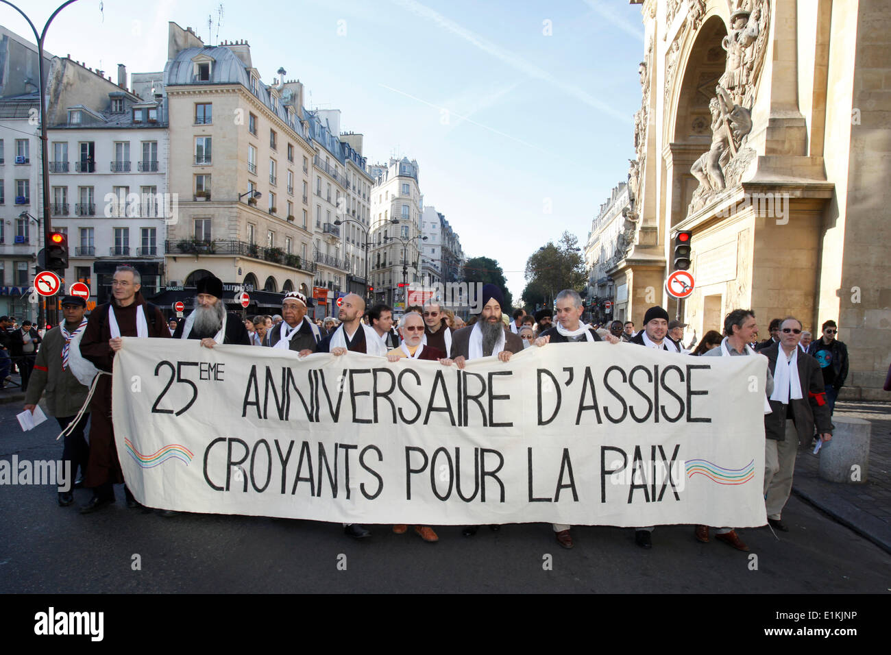 Inter-religious march for peace in Paris - Stock Image