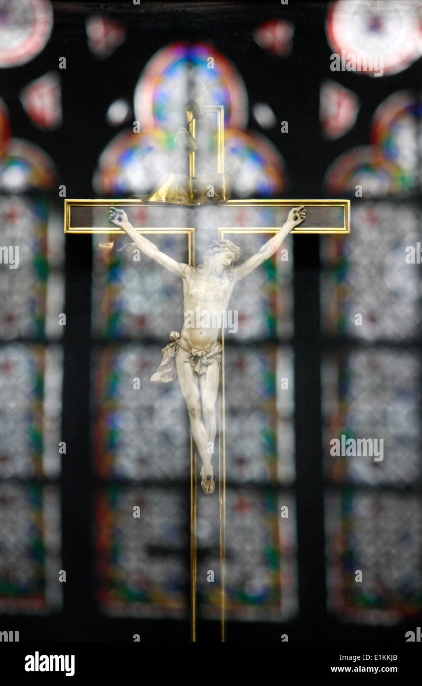 reflexion of a crucifix at  Notre-Dame-De-Paris cathedral - Stock Image