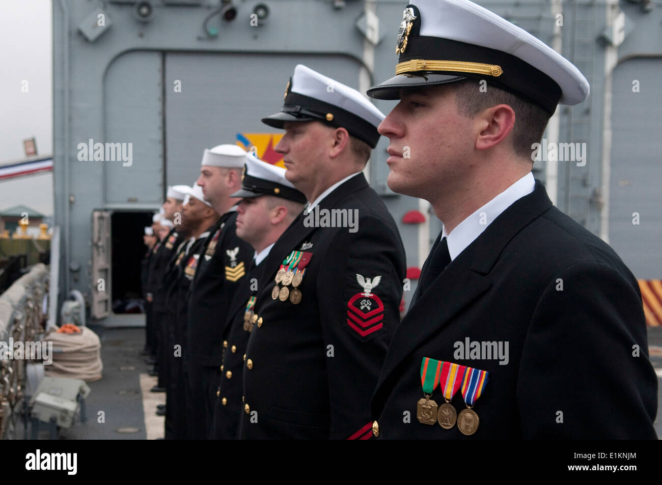 U.S. Sailors assigned to the guided missile frigate USS Ford (FFG 54) man the rails during a decommissioning ceremony at Naval - Stock Image