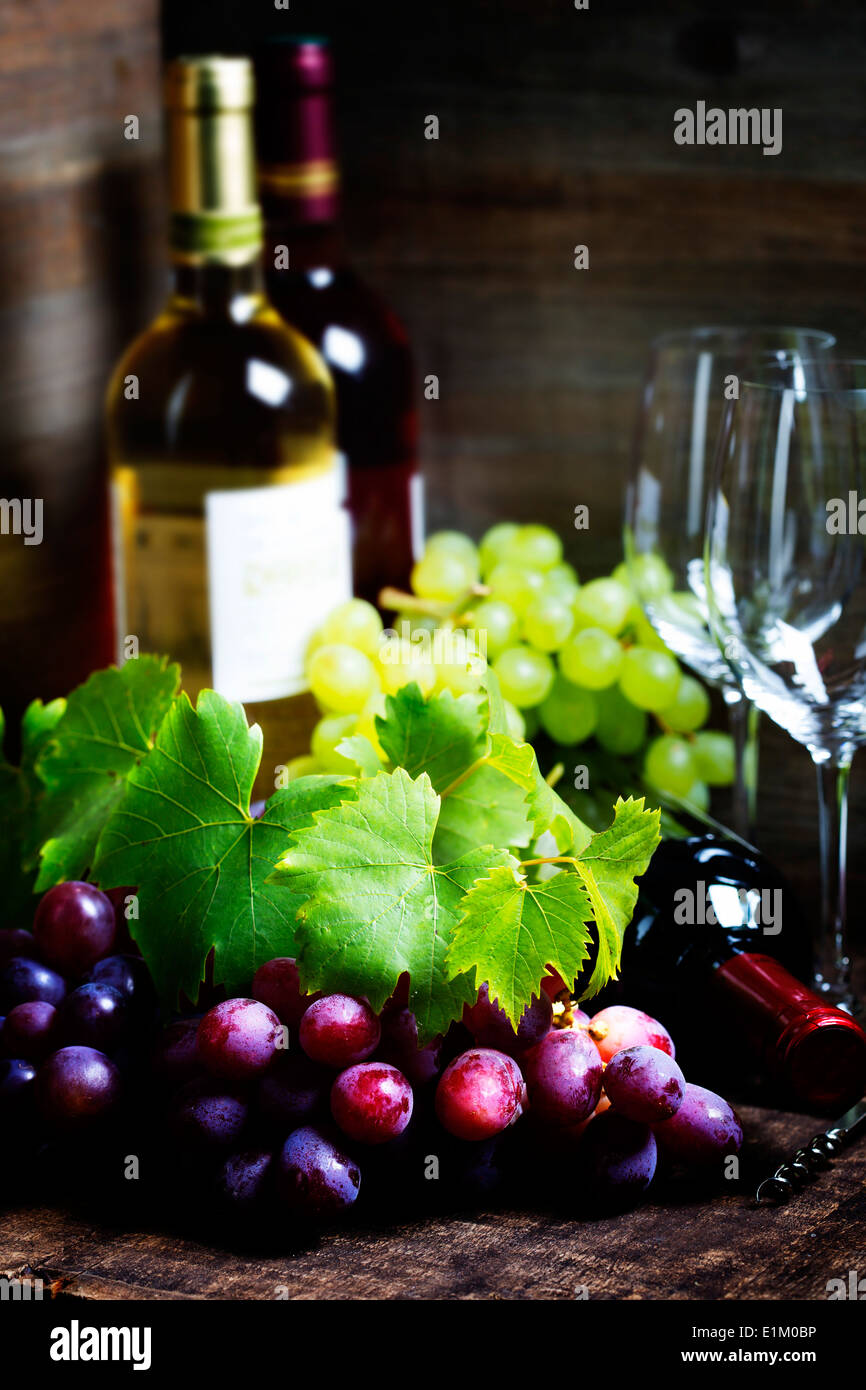 Wine and grape on wooden background - Stock Image