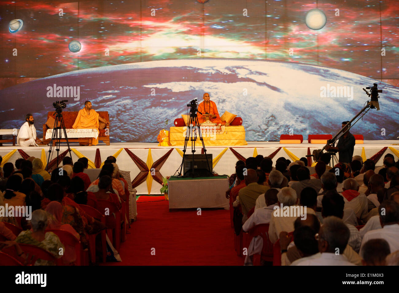 Spiritual leader Swami Avdeshanand Giri giving a lecture in his akhara in Kankhal during the Kumbh Mela - Stock Image