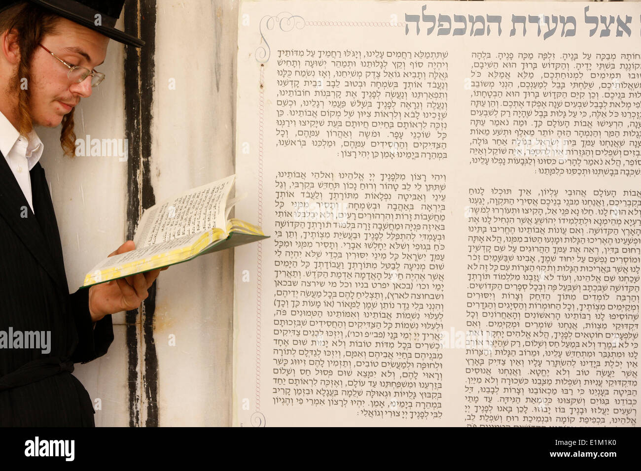 Orthodox Jew at the Synagogue in Hebron, part of the religious site known to both Jewish and Muslim worshippers as the Tomb of t - Stock Image