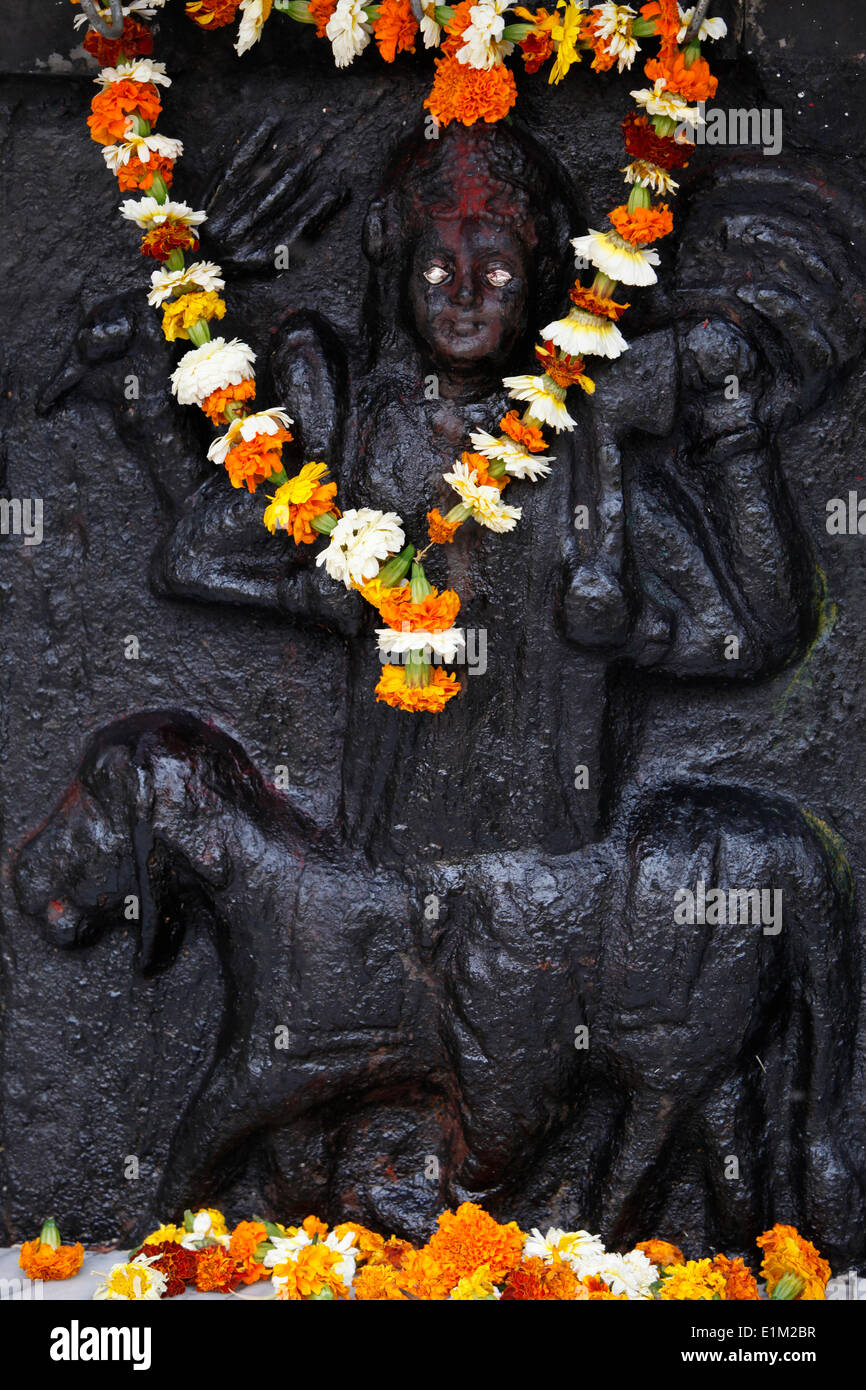 Garlanded sculpture - Stock Image