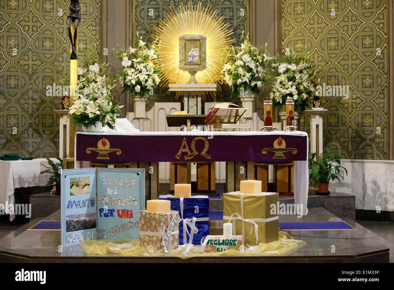 Christmas gifts in a Neapolitan church Stock Photo: 69897626 - Alamy