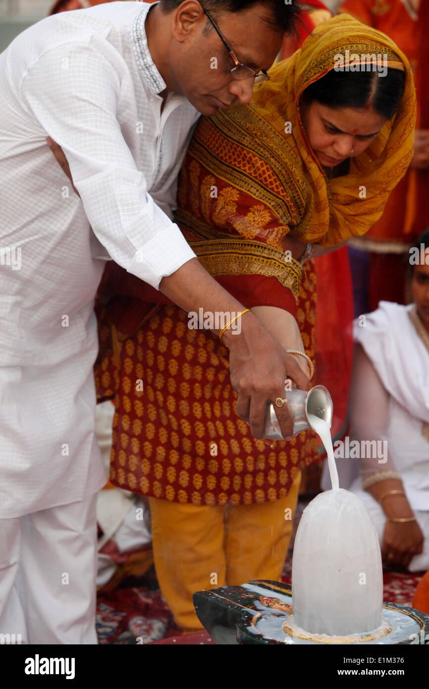 Lingam puja in Parmath, Rishikesh Stock Photo: 69897722 - Alamy