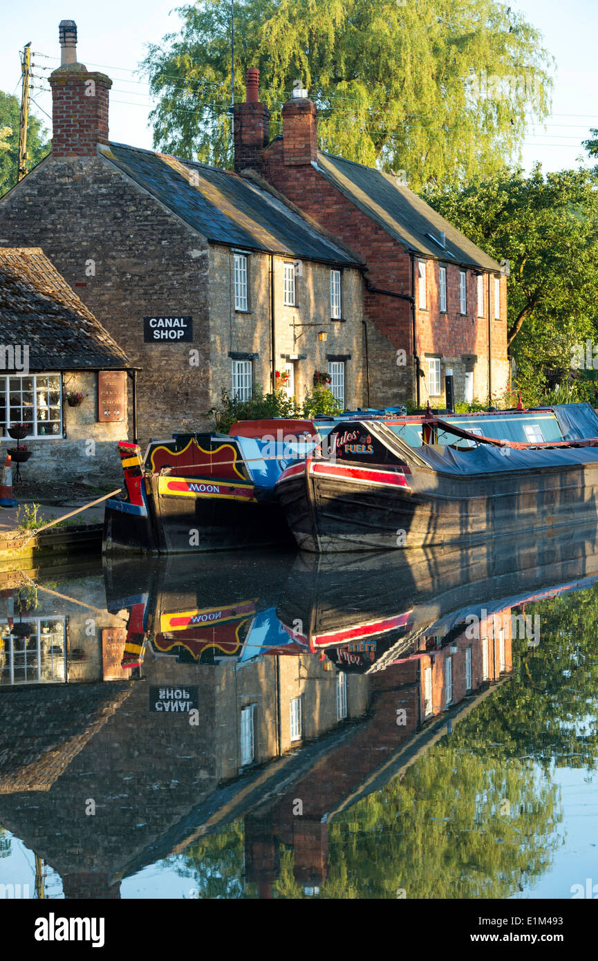 Narrowboats on the Grand Union Canal at Stoke Bruerne in the early morning. Northamptonshire. England - Stock Image