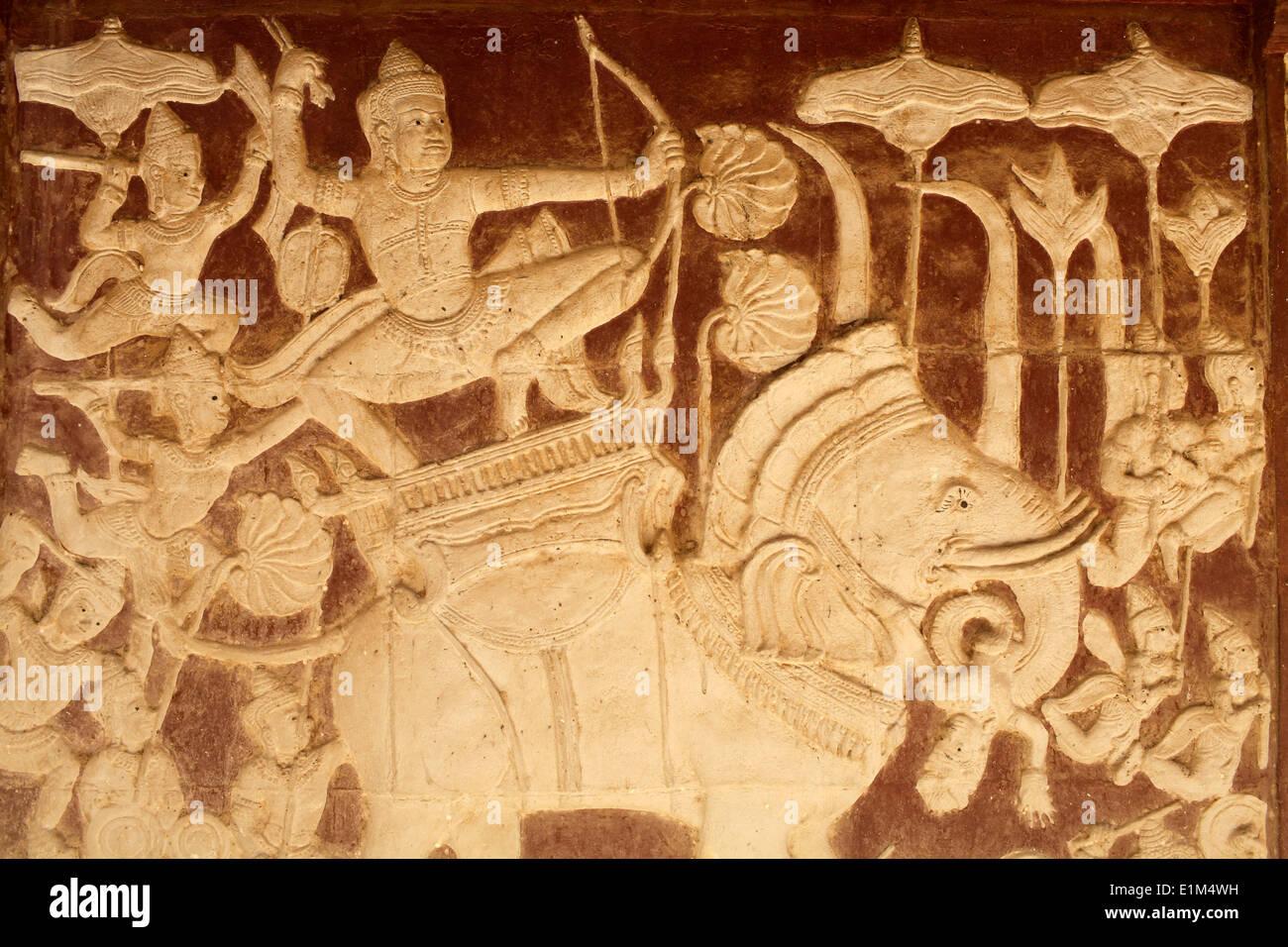 Wat Ounalom : sculpture depicting a battle scene from the Ramayana - Stock Image