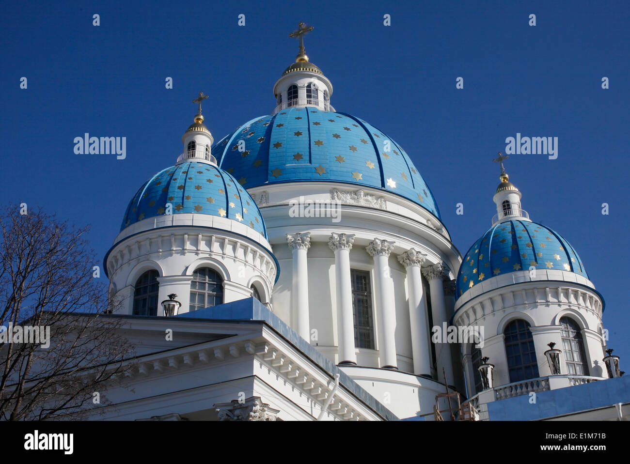 Trinity Cathedral. Blue cupolas emblazoned with golden stars. - Stock Image