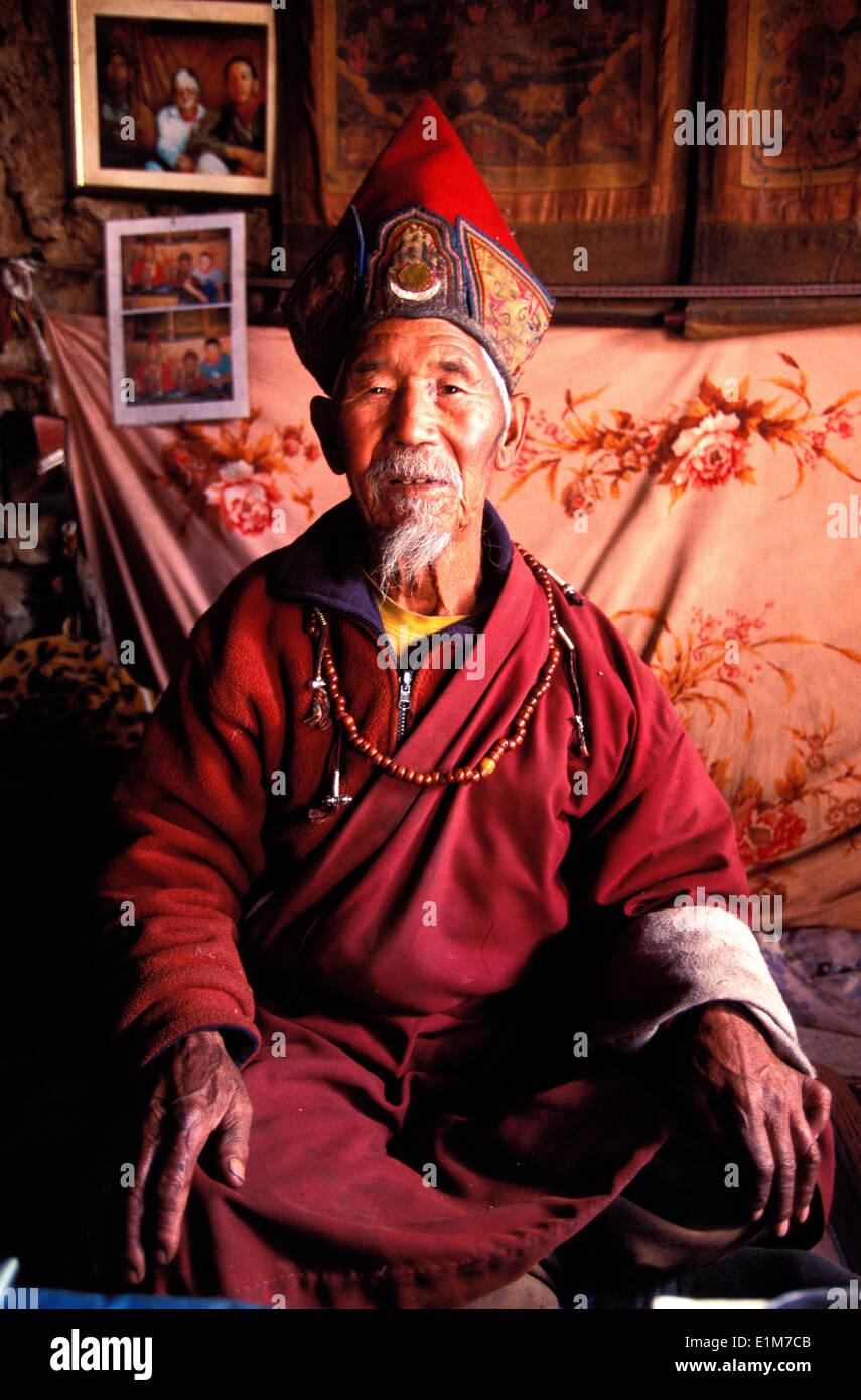 Lama Nyngmapa in hismonastery - Stock Image