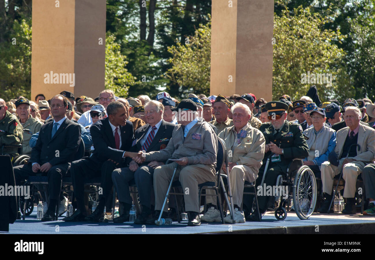 Colleville, Normandy, France. 6th June, US President Obama Shaking Hands with American WWII War Veterans at D-Day Anniversary Ceremonies visiting 'World War II'  Cemetery - Stock Image