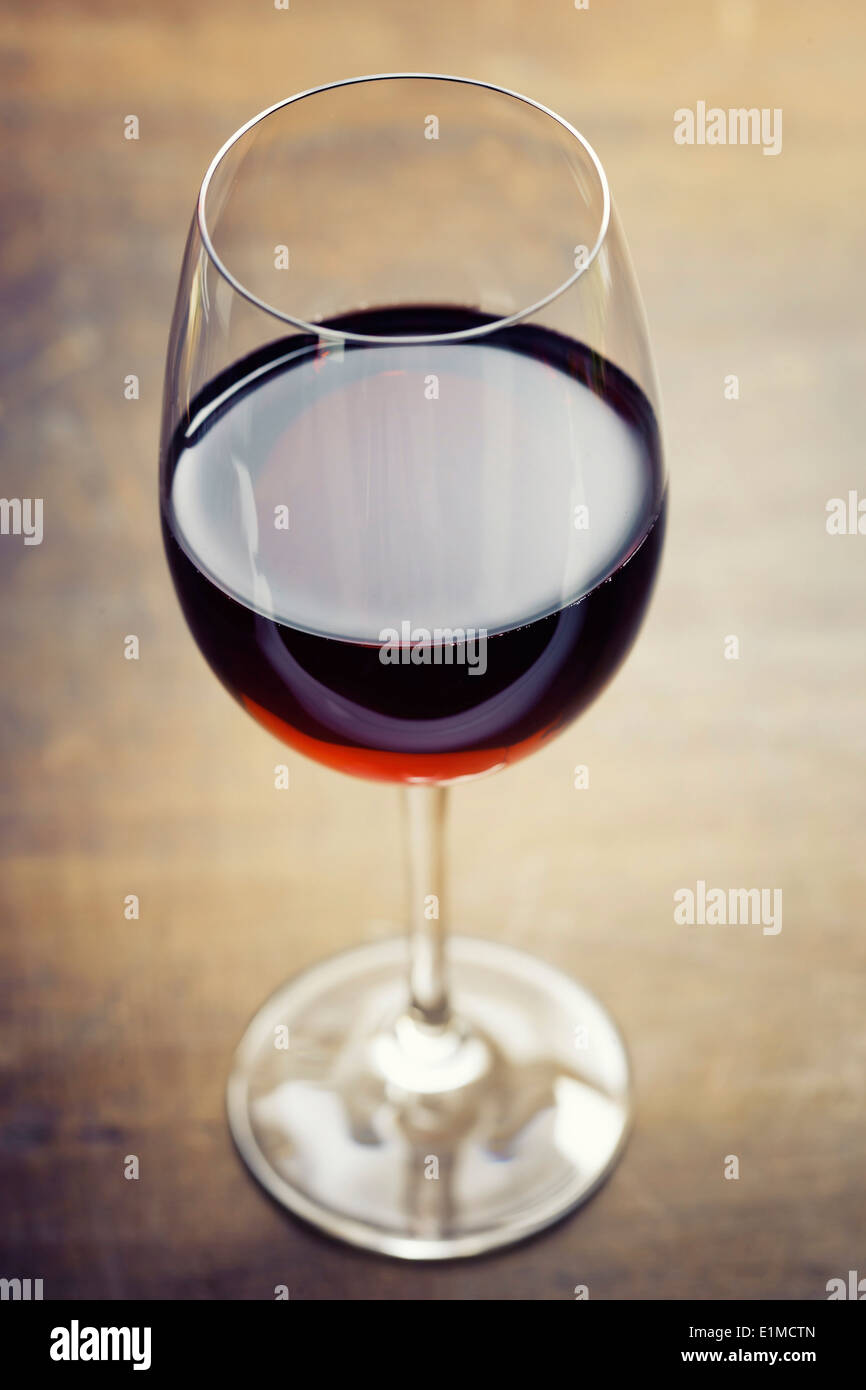 Red wine on old wooden table - Stock Image