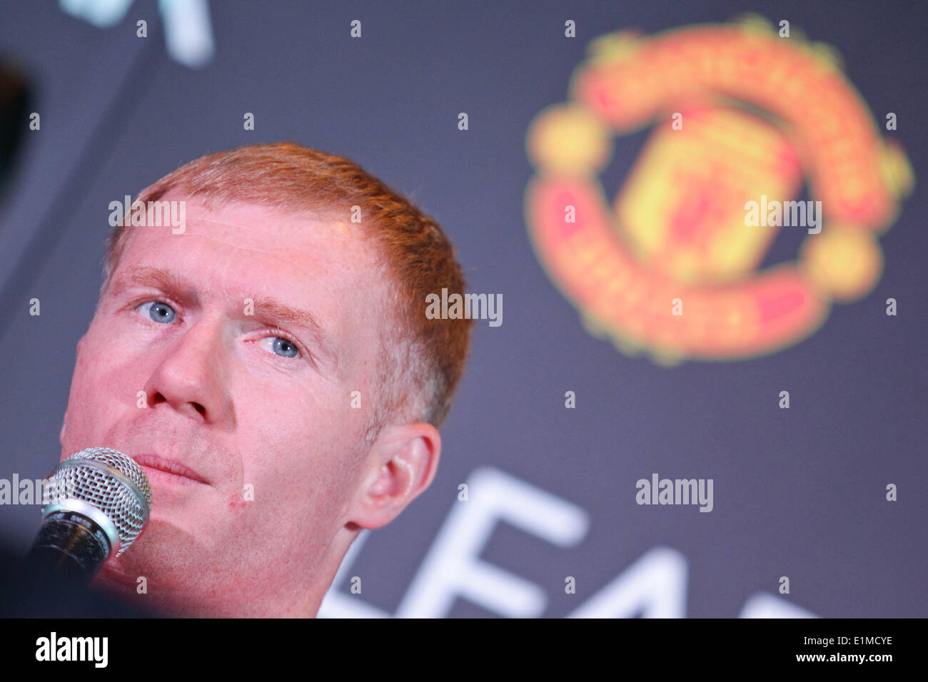 Manila, Philippines. 6th June, 2014. Makati, Philippines - Former Manchester United player Paul Scholes answers questions from the media during a press conference in Makati on June 6, 2014. Together with Andy Cole, they will play an exhibition game against local amatuer and professional football players. Credit:  Mark Cristino/NurPhoto/ZUMAPRESS.com/Alamy Live News - Stock Image