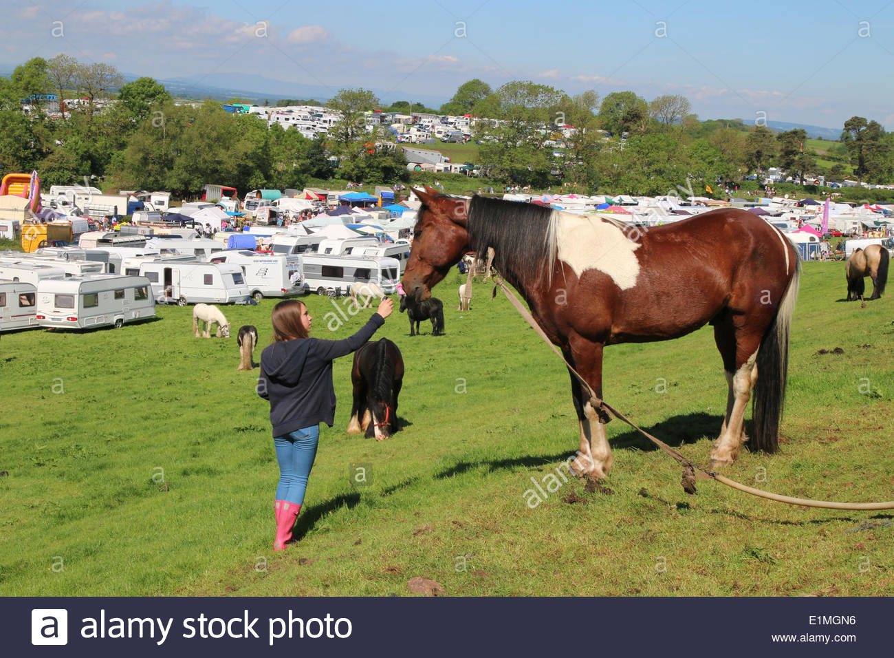 Appleby-in-Westmorland, Cumbria, UK. 6th June 2014. People enjoying the annual event of Appleby Horse Fair, one of the oldest horse fairs in Britain dating back to medieval times and this year taking place between the 5th and 11th June 2014. The event is the largest of its kind in Europe when thousands of Gypsies and travellers arrive in Cumbria. Credit:  Jim Nicholson/Alamy Live News - Stock Image