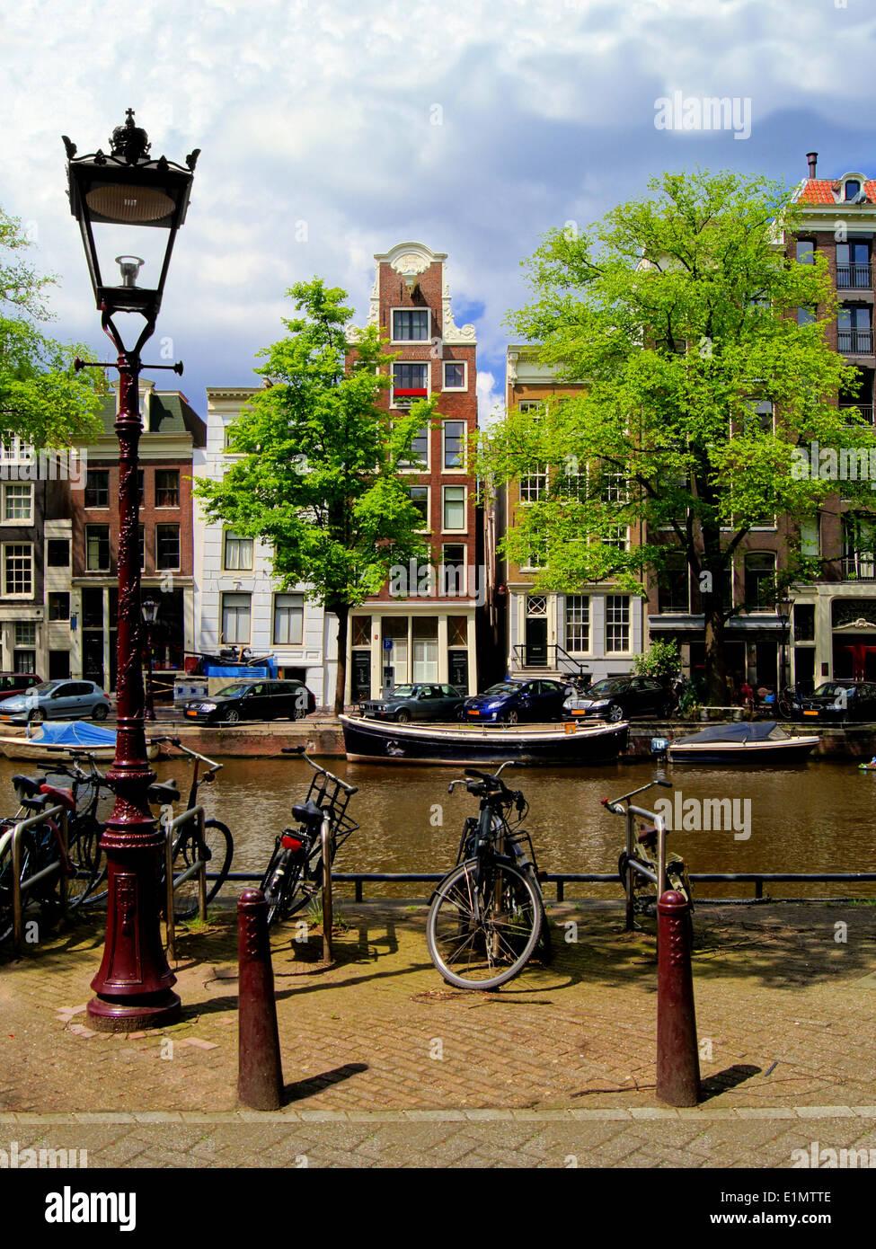 Classic Amsterdam canal scene - Stock Image