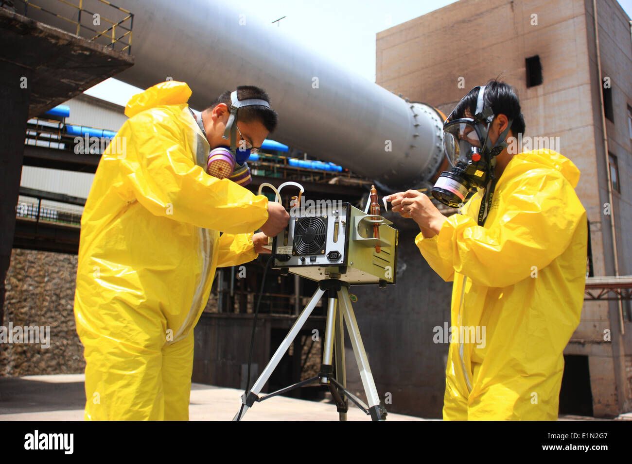 Haidong, China's Qinghai Province. 7th June, 2014. Staff members of environmental monitoring department moniter the level of poisonous gas near the site of gas leak at Yuanshishan ferronickel mine in Ping'an County of Haidong City, northwest China's Qinghai Province, June 7, 2014. A Cyanogen sulfide leak killed two and sickened another six at the ferronickel mine early Saturday, the local safety authority said. Credit:  Guo Qiuda/Xinhua/Alamy Live News - Stock Image