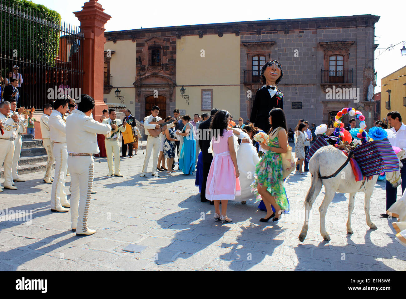 Mariachi band, giants and a donkey, all part of a wedding at San Miguel de Allende, Guanajuato, Mexico - Stock Image