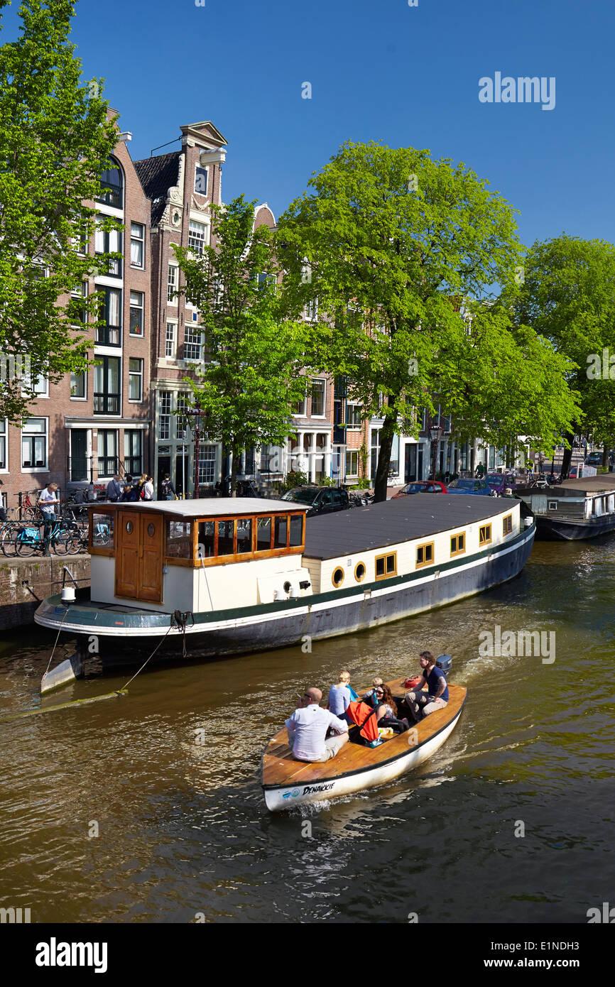 Houseboat barge, Amsterdam canal - Holland Netherlands - Stock Image