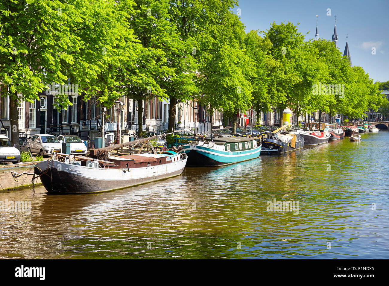 Houseboat barge, Amsterdam canal - Holland Netherlands - Stock Image