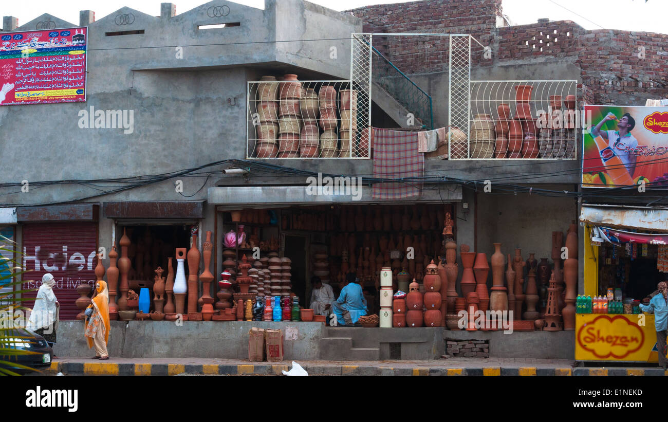 Small businesses, clay pots seller, Lahore, Pakistan - Stock Image